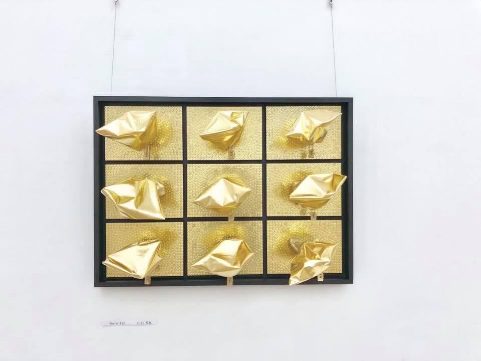 ゴールド メッキ 画鋲 貪欲 欲 アート アーティスト 立体造形 著作権隠し