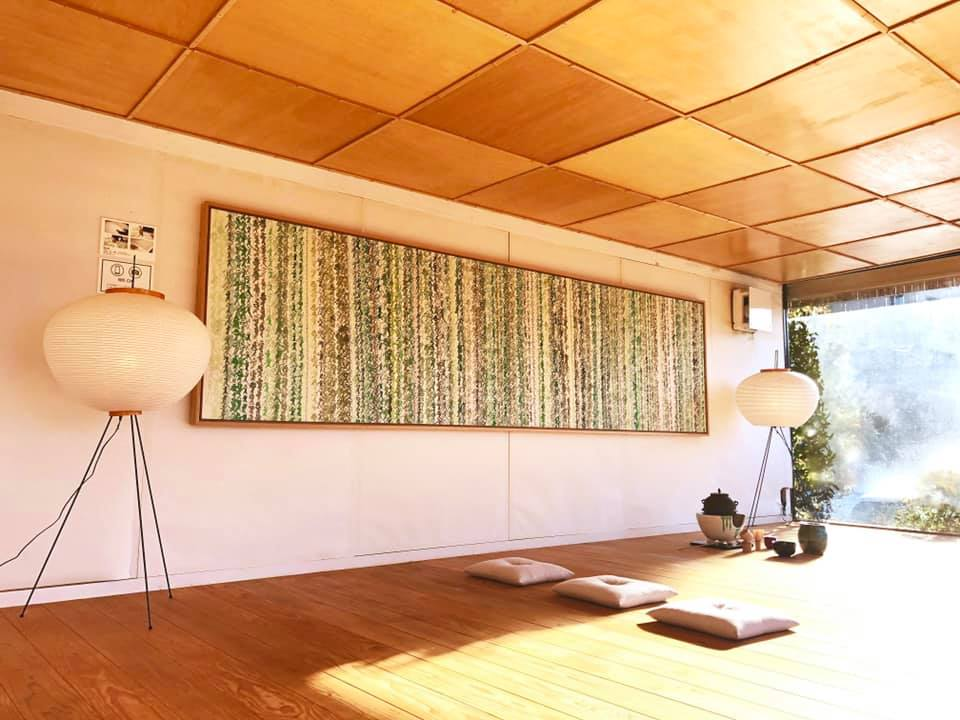 和多屋別荘 愛 一万字 茶畑からインスピレーションを受け 嬉野茶と嬉野湯を混ぜて書いたもの 書 山口芳水